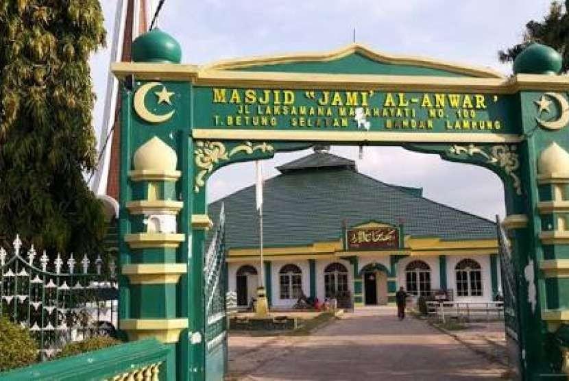 Masjid Jami' Al Anwar, salah satu masjd tertua di Kota Bandar Lampung.