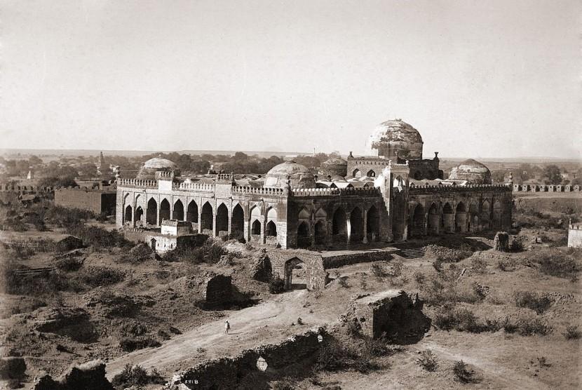 Masjid Jami Gulbarga, India.