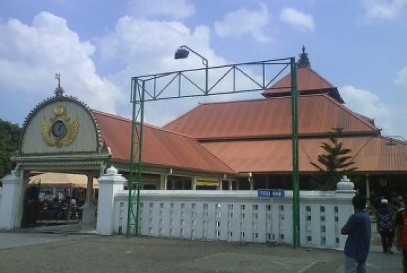 Masjid Kauman Yogyakarta menjadi salah satu desain perangko khusus yang diterbitkan PT Pos Indonesia untuk memperingati satu abad Muhammadiyah.