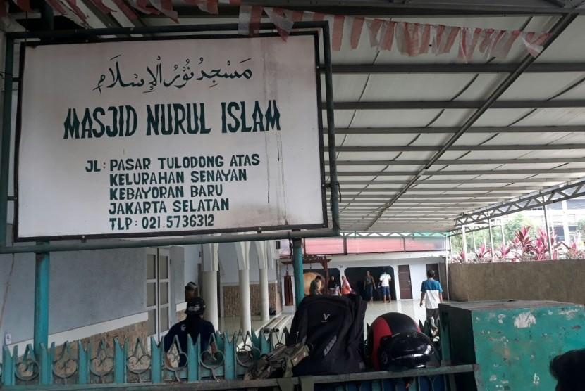 Masjid Nurul Islam di Kelurahan Tulodong Atas, Kebayoran Baru, Jakarta Selatan.