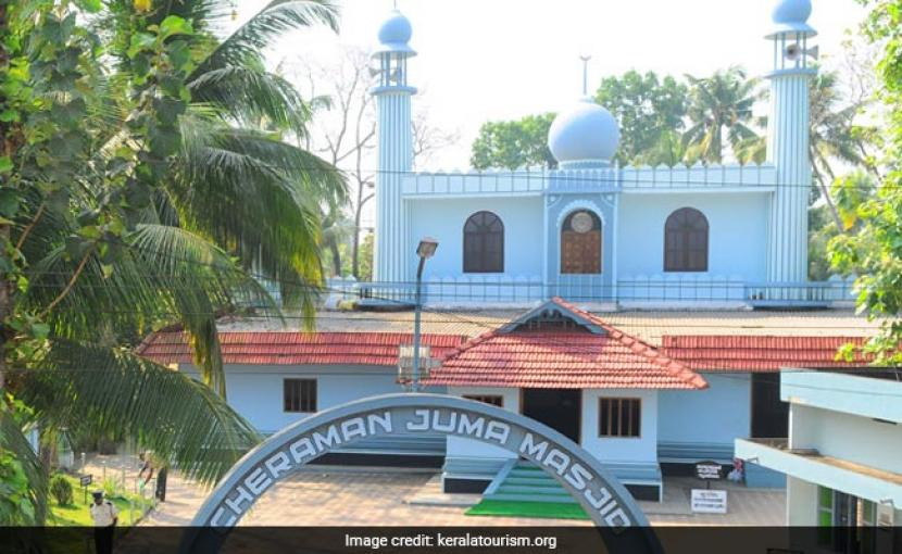 Masjid Tertua di India Dibuka Kembali Setelah Renovasi. Masjid pertama dan tertua di India, Cheraman Juma Masjid, siap menyambut kembali jamaah dan masyarakat umum setelah bangunan masjid tersebut direnovasi.