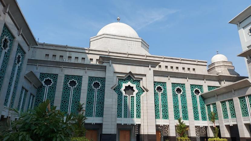 Masjid Raya Jakarta Islamic Center (JIC) di Koja, Jakarta Utara. Pengurus masjid ini akan menggelar Shalat Id dengan 50 persen kapasitas pada Kamis (13/5).