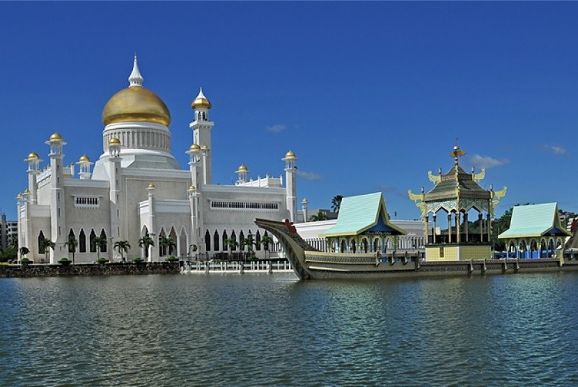 Masjid Sultan Omar Ali Saifuddin di Bandar Seri Begawan, Brunei Darussalam.