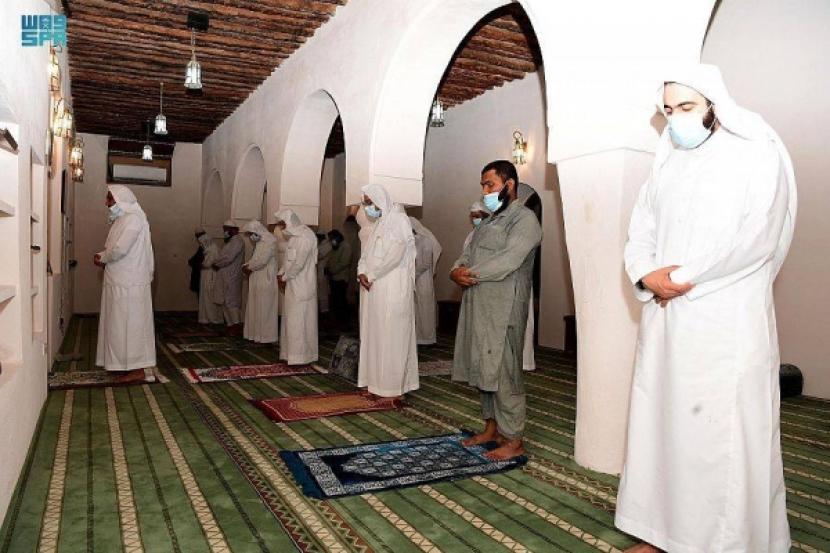 10 Masjid Saudi Dibuka Kembali Setelah Disanitasi. Masjid Syekh Abu Bakar Al-Ahsa di Arab Saudi. Ilustrasi