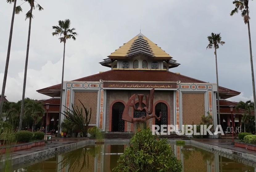 Masjid Ugm Uny Dan Uii Tidak Menggelar Sholat Jumat Republika Online