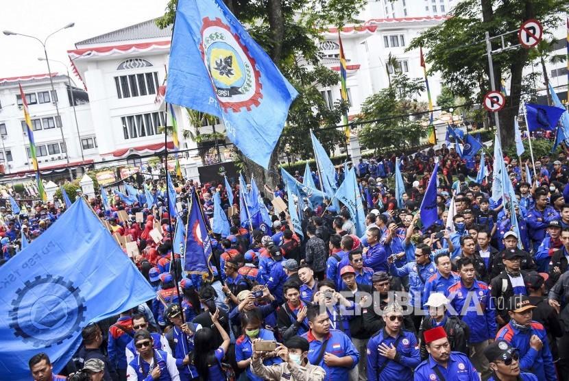 [Ilustrasi] Massa aksi yang tergabung dalam Konfederasi Serikat Pekerja Seluruh Indonesia (KSPSI).