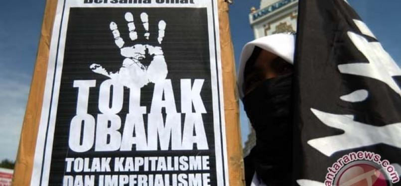 Massa HTI demonstrasi di Kedubes AS di Jakarta menolak kehadiran Presiden Barack Obama di KTT ASEAN