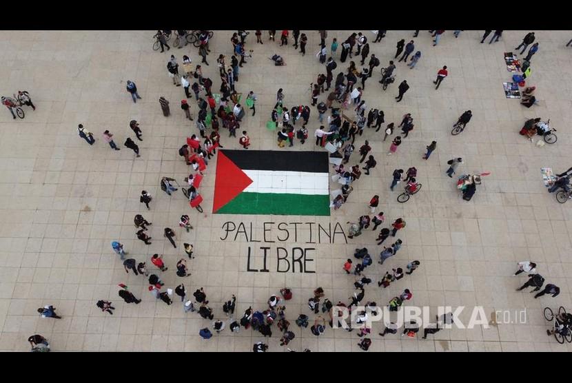Mesir dan Arab Saudi Serukan Gencatan Senjata di Gaza. Massa menggelar aksi damai mendukung Palestina di Monumen Revolusi Meksiko, Meksiko City, Sabtu (15/5) waktu setempat.
