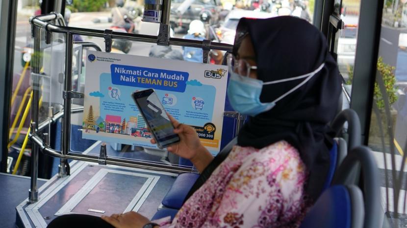 Masyarakat masih dapat menggunakan jasa layanan Teman Bus tanpa dipungut biaya.