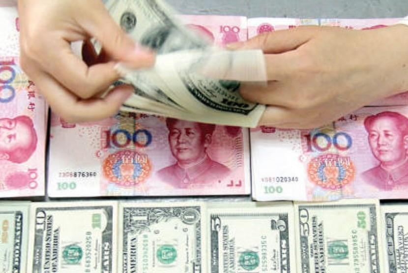Mata uang dollar dan yuan (ilustrasi)