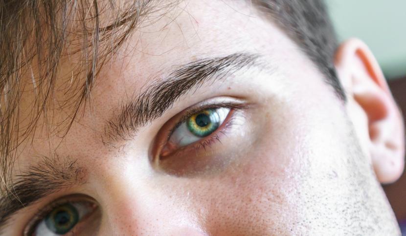 Mata (ilustrasi). Lingkaran pucat di sekitar iris mata dapat menjadi petunjuk kolesterol tinggi.