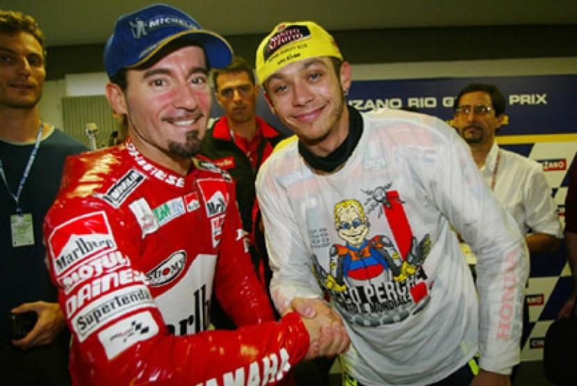 Max Biaggi dan Valentino Rossi