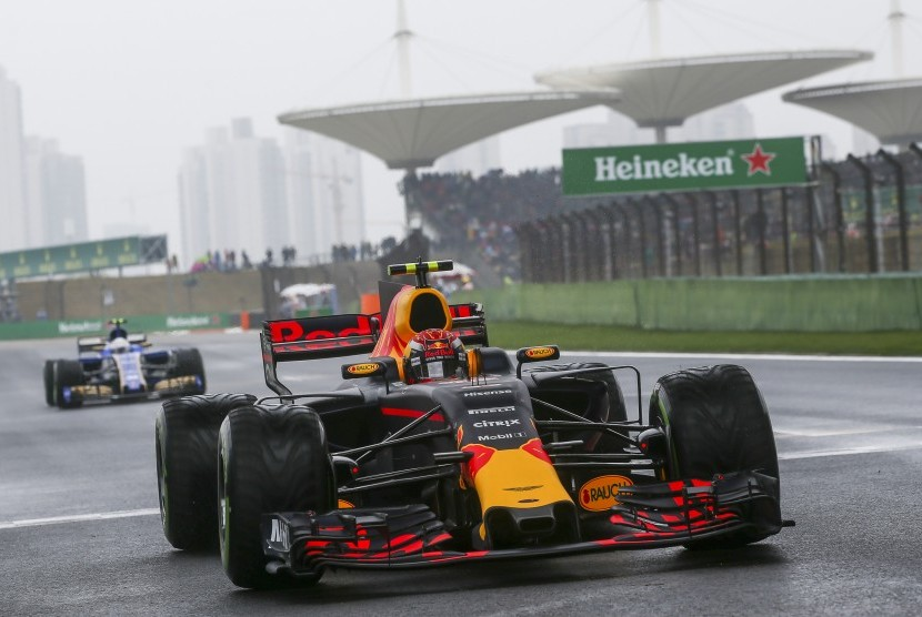 Mobil Red Bull Honda yang dikendarai Max Verstappen