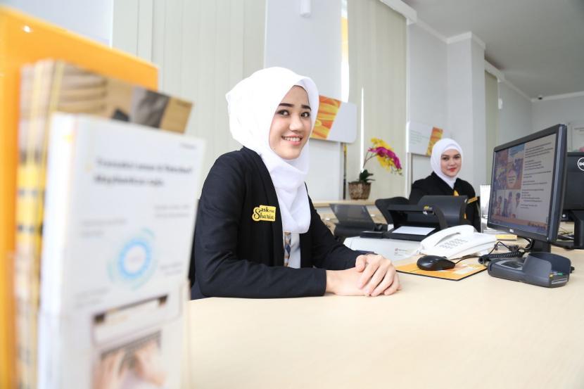 Ilustrasi layanan bank. Asosiasi Bank Syariah Indonesia (Asbisindo) mendorong Undang-Undang Ekonomi Syariah untuk melengkapi regulasi yang sudah ada.