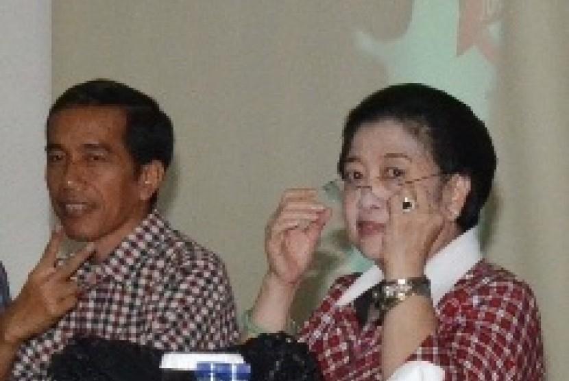 Megawati (right)