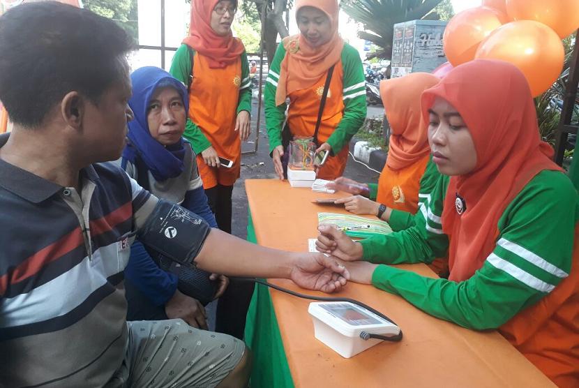 Memperingati hari kesehatan nasional, RS PKU Muhammadiyah Solo menggelar cek kesehatan gratis.