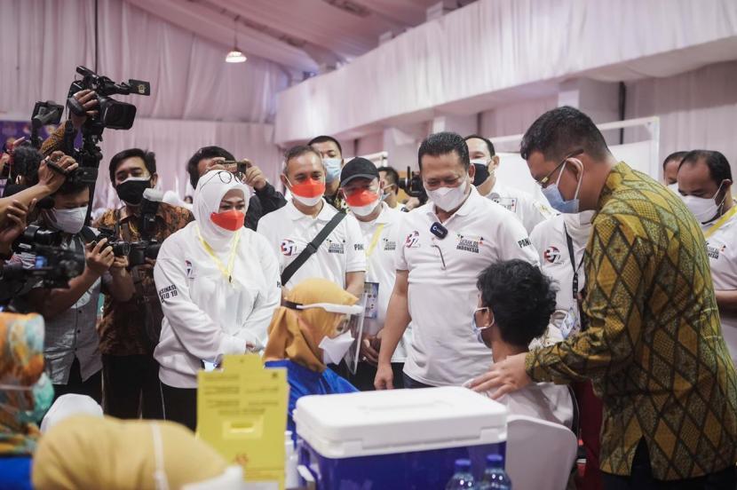 Memperingati milad ke-37 tahun, Asosiasi Penjualan Langsung Indonesia (APLI) bersama Gerak BS berpartisipasi dalam pelaksanaan Vaksinasi Covid-19 untuk pelajar dan masyarakat umum di Garden Ballroom Hotel Sultan Jakarta.