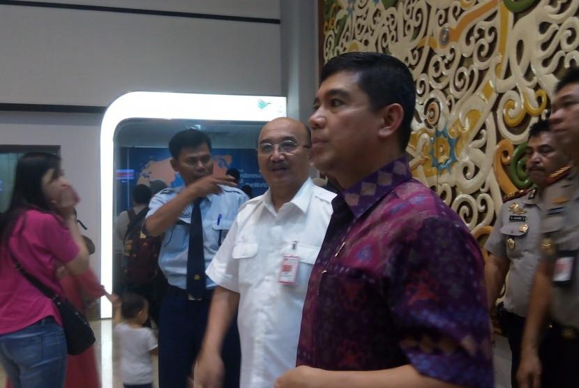 Men PAN RB Yuddy Chrisnandi saat megecek Terminal 2 Bandara Soetta usai kebakaran, Ahad (5/7)