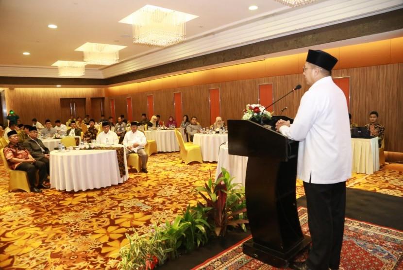 Menag Lukman Hakim memberi arahan dan membuka Mudzakarah Zakat Nasional 2018 (Foto: kemenag.go.id)