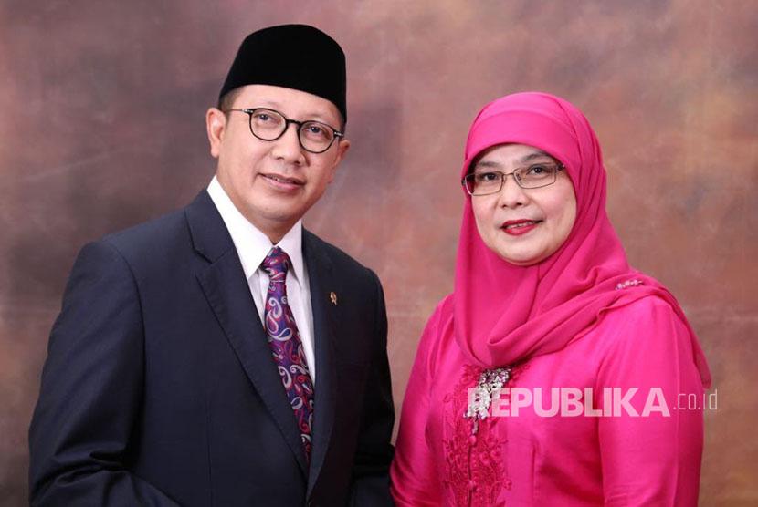 Menag Lukman Hakim Saefuddin dan istri Trisna Willy