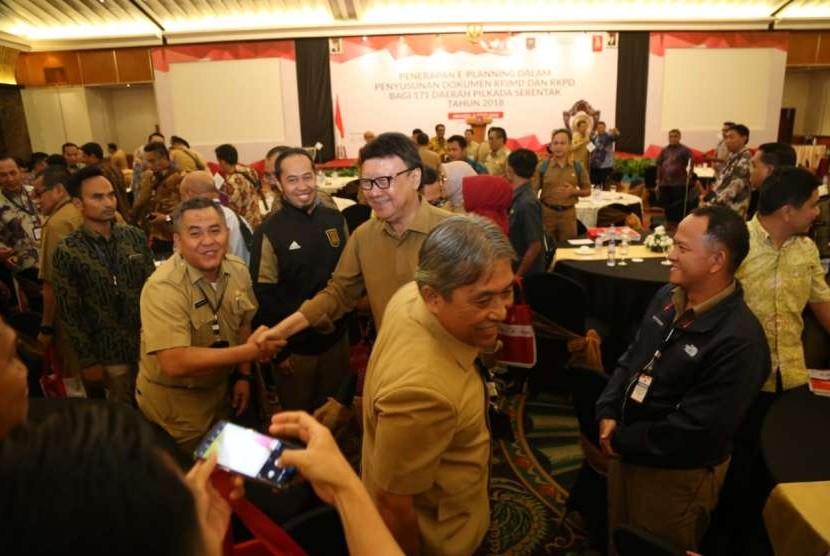 Mendagri Tjahjo Kumolo dalam penutupan Rakornas Penerapan E-Planning yang di hadiri para Kepala Daerah dan Kepala Bappeda di Hotel Grand Sahid Jaya, Jakarta, Senin (8/10)