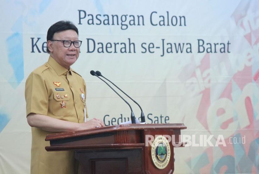 Mendagri Tjahjo Kumolo hadir pada Pembekalan Antikorupsi dan Deklarasi LHKPN Pasangan Calon Kepala Daerah se-Jawa Barat, di Gedung Sate, Kota Bandung, Selasa (17/4).