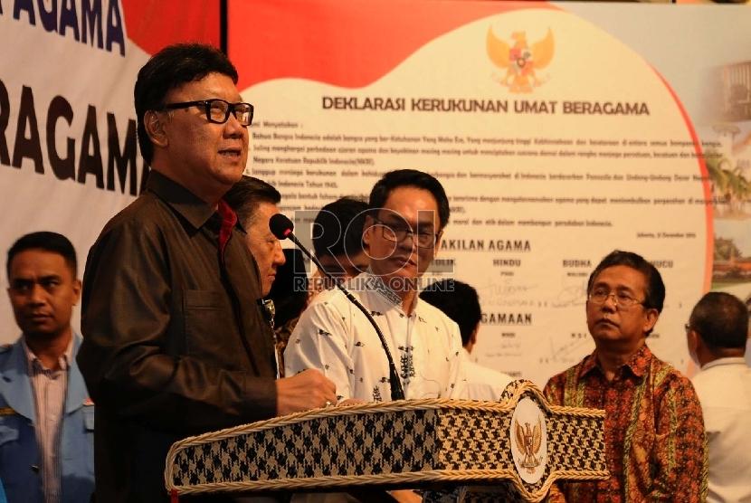 Mendagri Tjahyo Kumolo memberikan sambutan saat penandatanganan Deklarasi Kerukunan Umat Beragama di Jakarta, Senin (21/12).