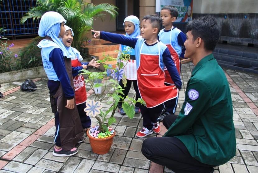 Mengajarkan anak-anak bercita-cita melalui Pohon cita-cita (Pocita).