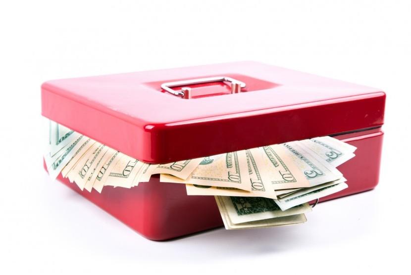 Mengatur manajemen aliran keuangan.