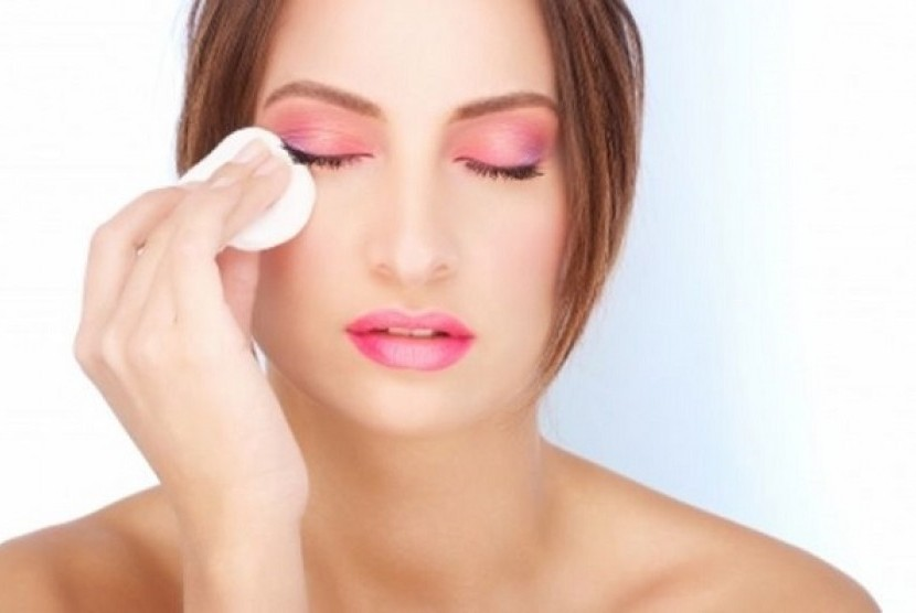 4 Cara Menghapus Makeup Secara Alami | Republika Online