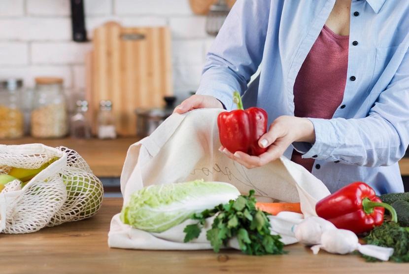 Mengolah hidangan di rumah tak menjadi satu-satunya cara untuk berhemat, kita juga dapat memulai food planning & food prepping setiap minggunya untuk menakar pengeluaran yang akan dikeluarkan.