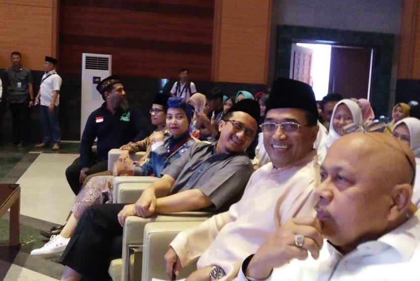 Menhub dan Ustaz Yusuf Mansur hadiri kegiatan Maulid Nabi di JIC, Jakarta, Ahad (9/12).