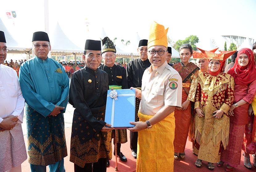 Menhut hadiahi RTRWP untuk Riau