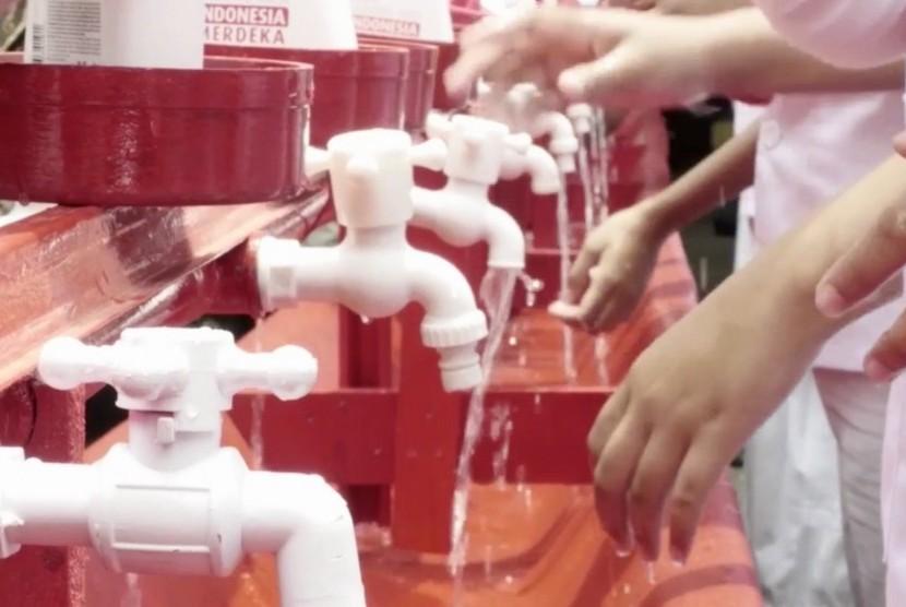 Menjaga kesehatan dengan selalu mencuci tangan (ilustrasi)