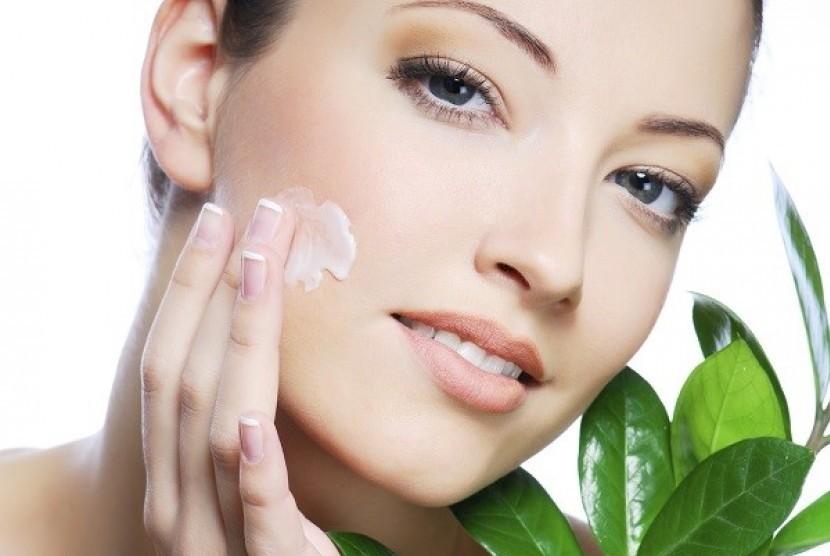 Menjaga kulit tetap segar dan sehat (Ilustrasi)