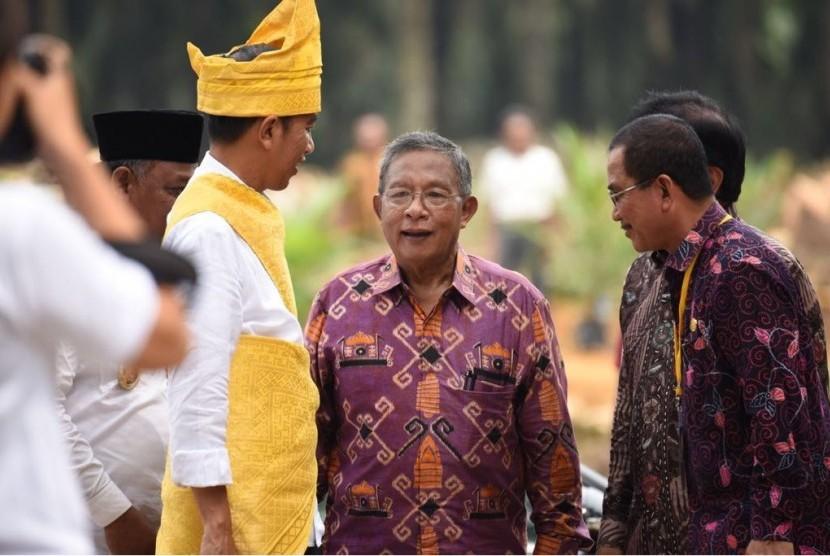Menko Perekonomian Darmin Nasution dalam peresmian peremajaan kelapa sawit di Rokan Hilir, Riau, Rabu (9/4).