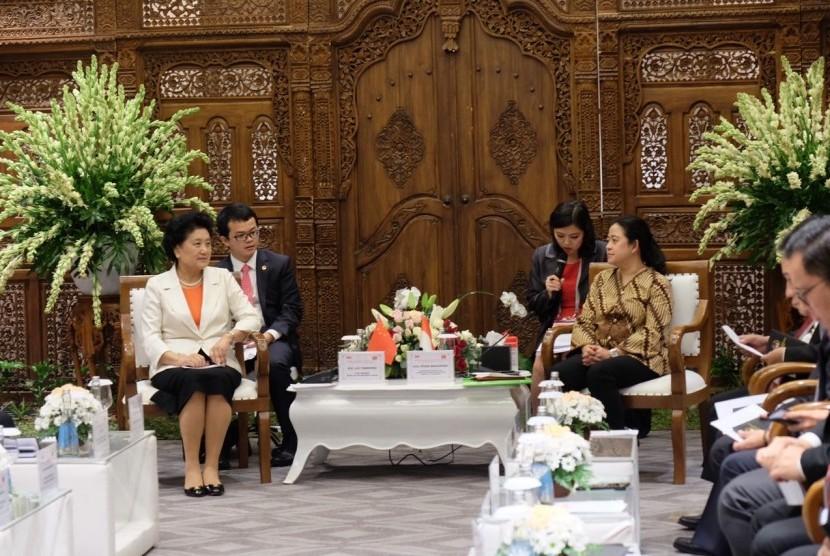 Menko PMK, Puan Maharani, dalam acara puncak Pertemuan Tingkat Tinggi Hubungan Antarmasyarakat RI - Republik Rakyat Cina(RRC),  di Solo, Selasa (28/11),