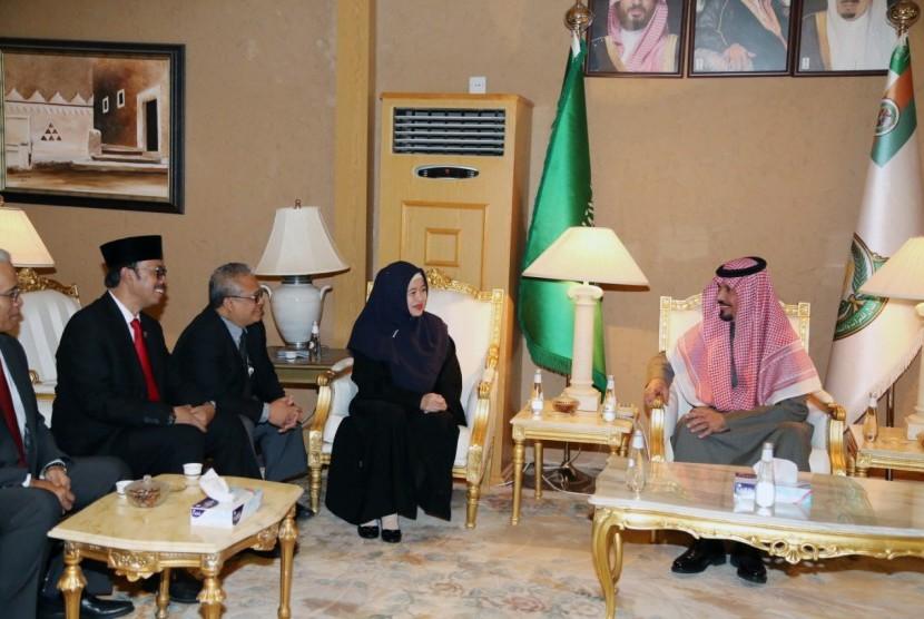 Menko PMK Puan Maharani ketika beraudiensi dengan Menteri Garda Nasional Kerajaan Arab Saudi, Pangeran Khalid Bin Abdulaziz Bin Ayyaf Al Muqrin.