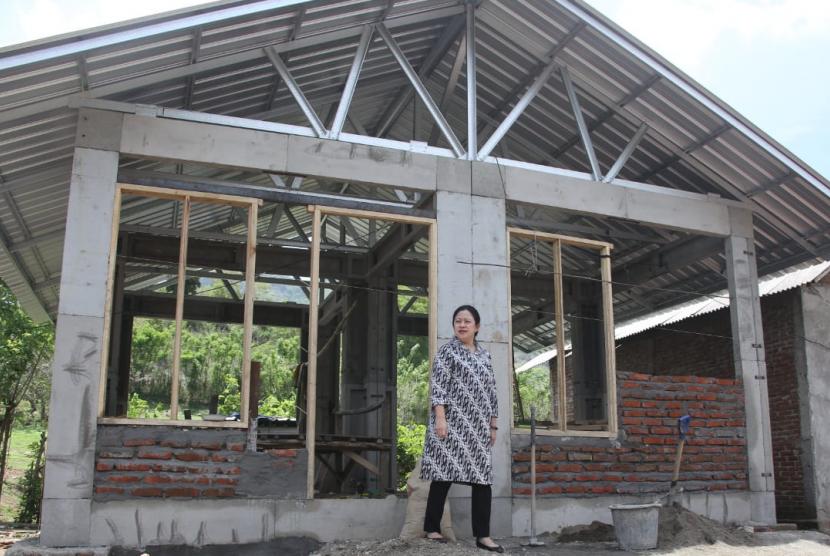 Menko PMK Puan Maharani meninjau pembangunan RISHA dan RIKO di KSB, NTB.