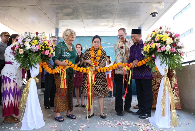 Menko PMK Puan Maharani meresmikan Kampus AIS Bali.