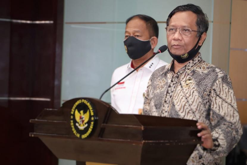 Menko Polhukam, Mahfud MD, saat konferensi pers di kantornya, Jakarta Pusat, Rabu (15/7).