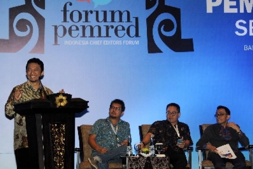 Menkominfo Tifatul Sembiring (kiri).