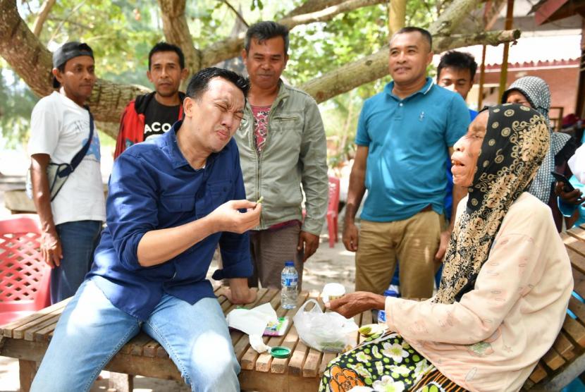 Menpora Imam Nahrawi melakukan kunjungan kerja di Pulau Morotai, Rabu (13/3) pagi tidak ketinggalan untuk menikmati keindahalan laut dan keramahan masyarakat Pulau Dodola.