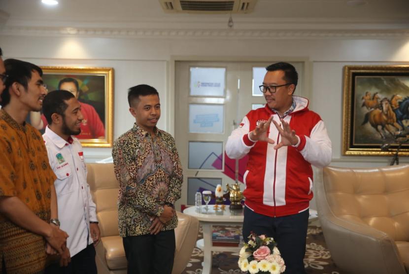 Menpora Imam Nahrawi menerima kunjungan dari jajaran kepengurusan Kesatuan Aksi Mahasiswa Muslim Indonesia (KAMMI).