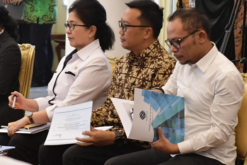 Menpora Imam Nahrawi menghadiri Sidang Kabinet Paripurna (SKP) untuk membahas ketersediaan anggaran dan pagu indikatif tahun 2020 di Istana Kepresidenan Bogor, Selasa (23/4) pagi.