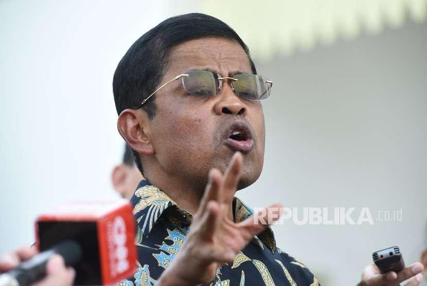 Mensos Idrus Marham memberikan keterangan kepada wartawan seusai menyerahkan surat pengunduran dirinya selaku Mensos kepada Presiden Jokowi di Kompleks Istana, Jakarta, Jumat (24/8).