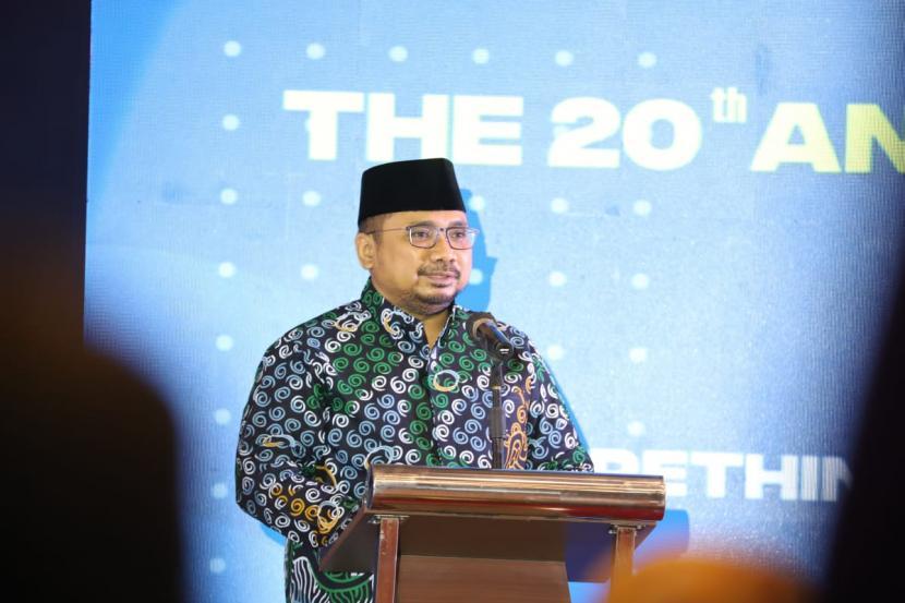 Menteri Agama (Menag), Yaqut Cholil Qoumas saat pidato pada pembukan Annual International Conference on Islamic Studies (AICIS) ke-20 tahun 2021 di The Sunan Hotel, Surakarta, Jawa Tengah secara daring dan luring pada Senin (25/10).