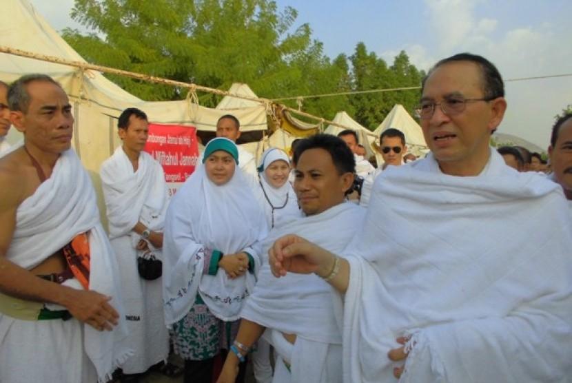 Menteri Agama, Suryadharma Ali mengunjungi jamaah haji di Arafah.