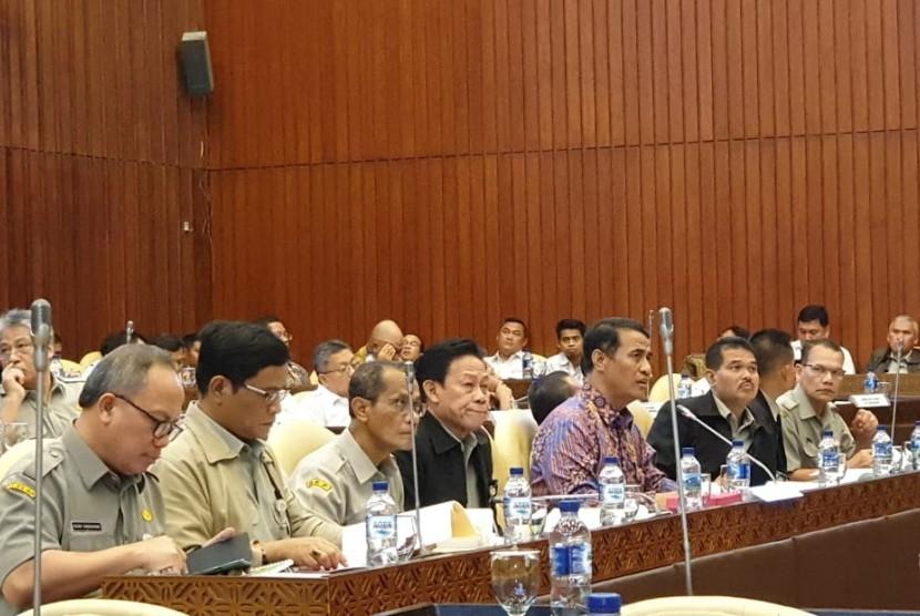 Menteri Amran Sulaiman dalam RDP dengan Komisi IV DPR