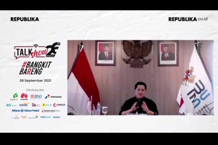 Menteri BUMN Erick Thohir memberikan paparannya secara daring saat menjadi pembicara pada acara Talkshow Bangkit Bareng yang diadakan dalam rangka HUT ke 26 Republika.co.id di Jakarta, Selasa (28/9/2021).